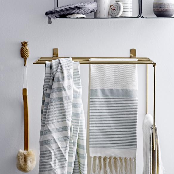 Virkelig smukt håndklædestativ til badeværelset i guld. Fra Bloomingville